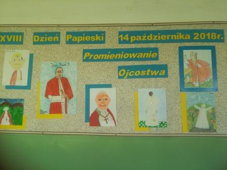Wystawa prac - Dzień Papieski