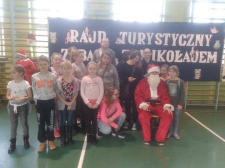 Rajd turystyczny - Zabawa z Mikołajem